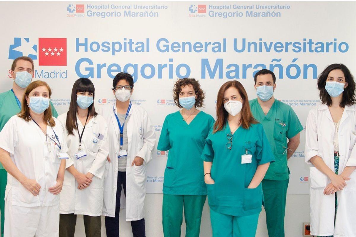 Miembros de los equipos de Microbiología y Trasplante Hepático del Hospital Gregorio Marañón, de Madrid. FOTO: HGUGM.