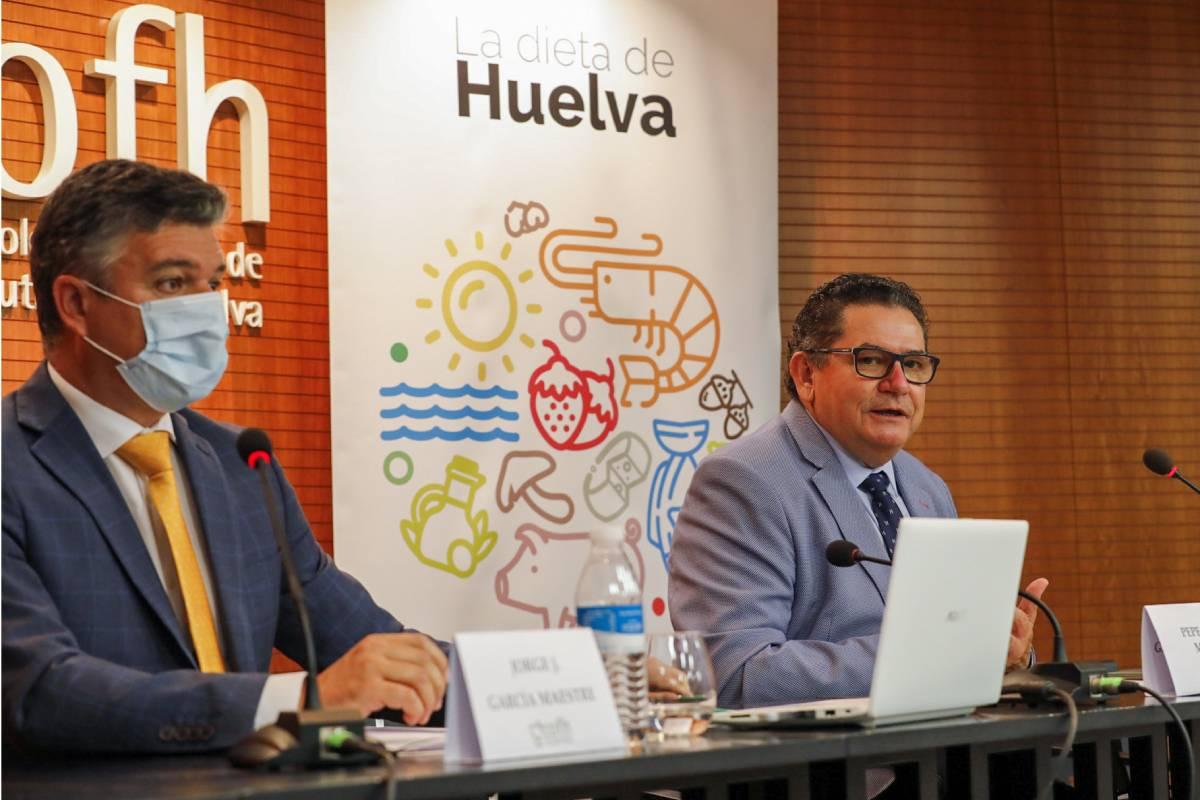 Jorge J. Garc�a Maestre y José Prieto, presidente y vocal de Alimentación del COF de Huelva.