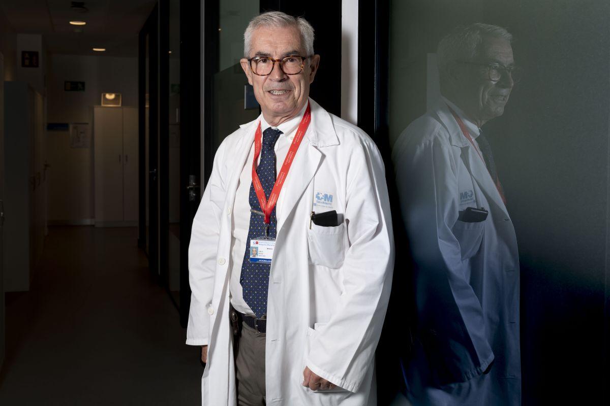 El microbiólogo Emilio Bouza realiza un análisis de la situación originada por la covid-19- FOTO: José Luis Pindado.