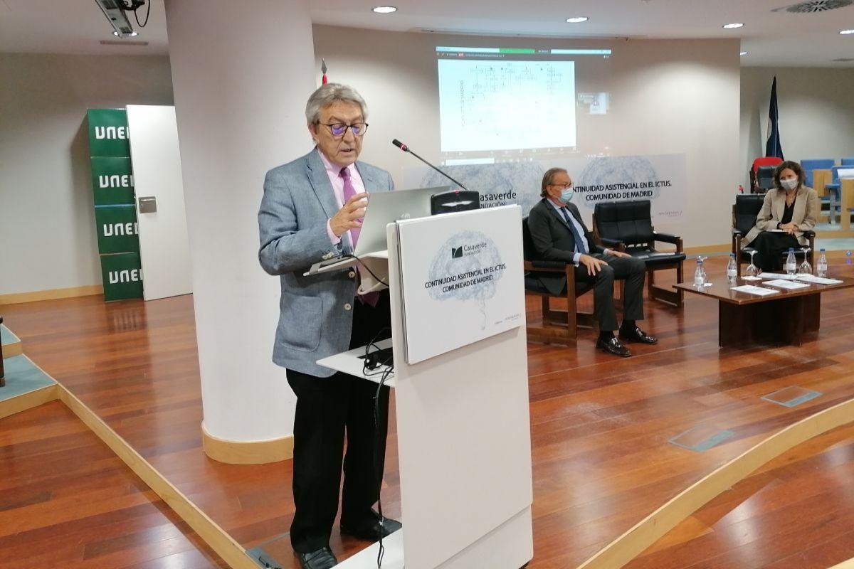 Exuperio Díez-Tejedor, del Hospital La Paz de Madrid, durante la presentación del documento. FOTO: Fundación Casaverde.