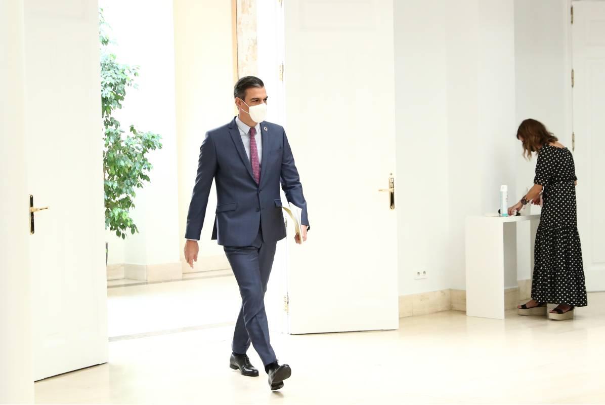 El presidente del Gobierno, Pedro Sánchez, a su llegada a la rueda de prensa previa a las vacaciones del verano.