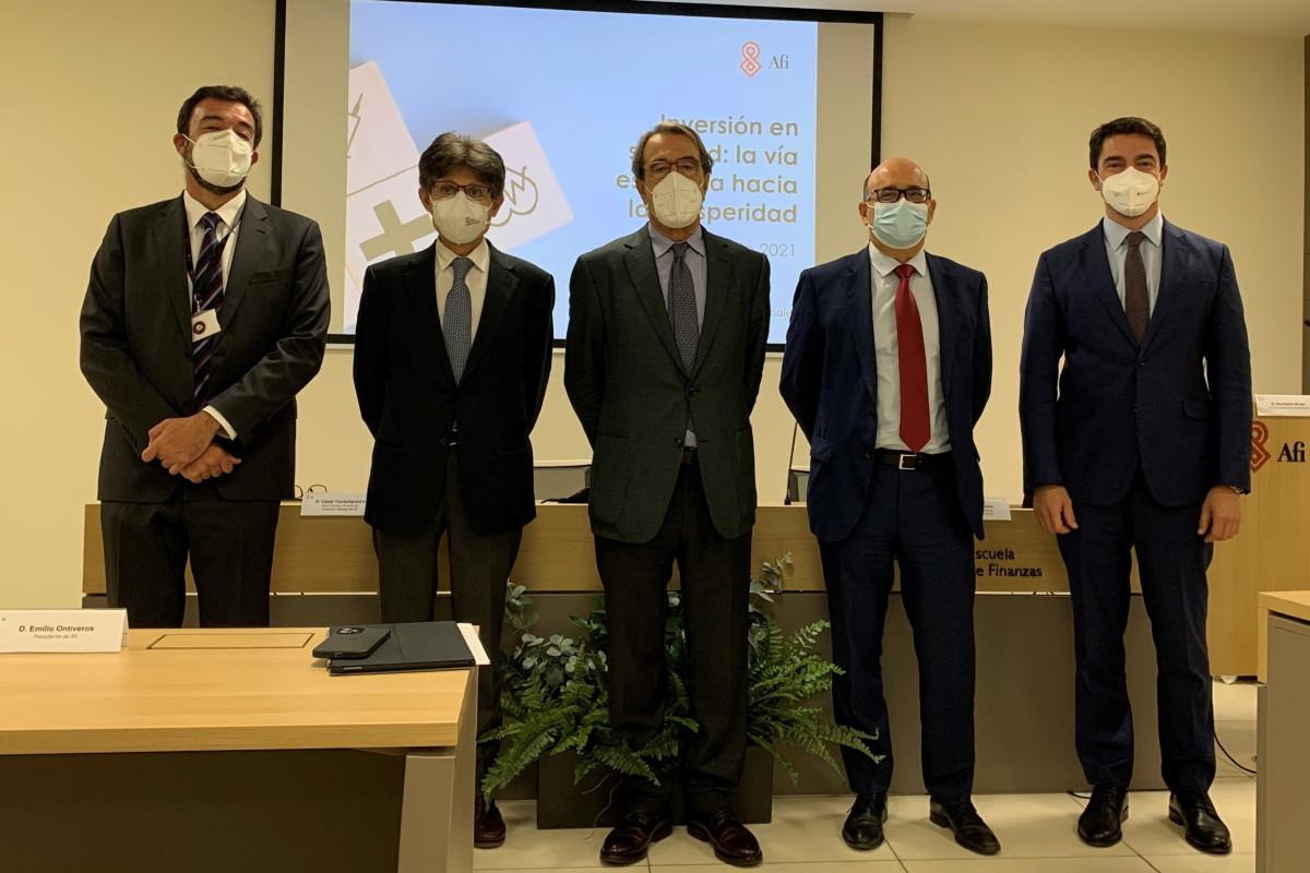 César Cantalapiedra (AFI), Humberto Arnés (Farmaindustria), Emilio Ontiveros (AFI), Javier Urzay (Farmaindustria) y Diego Vizca�no (AFI) en la presentación del informe.