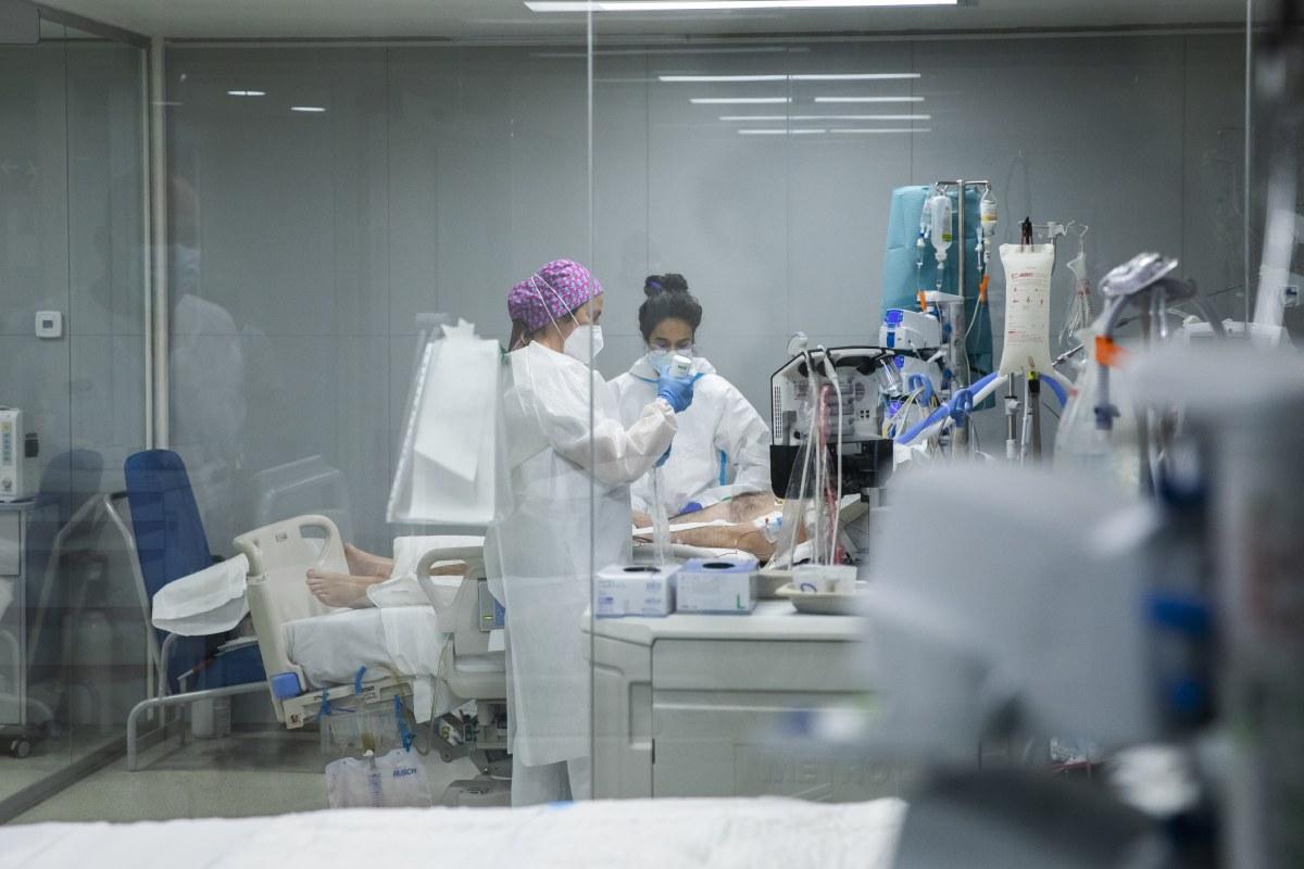 UCI del hospital Isabel Zendal, en Madrid. (FOTO: Bernardo Díaz).