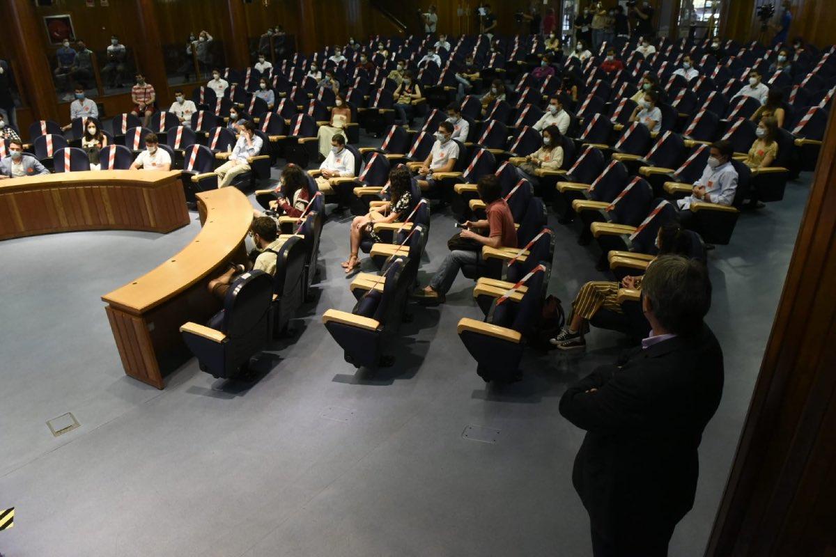 Vista general del salón del Ministerio de Sanidad durante la adjudicación de plazas MIR de la convocatoria 2019/20, la última que se hizo presencialmente (Foto: Luis Camacho).