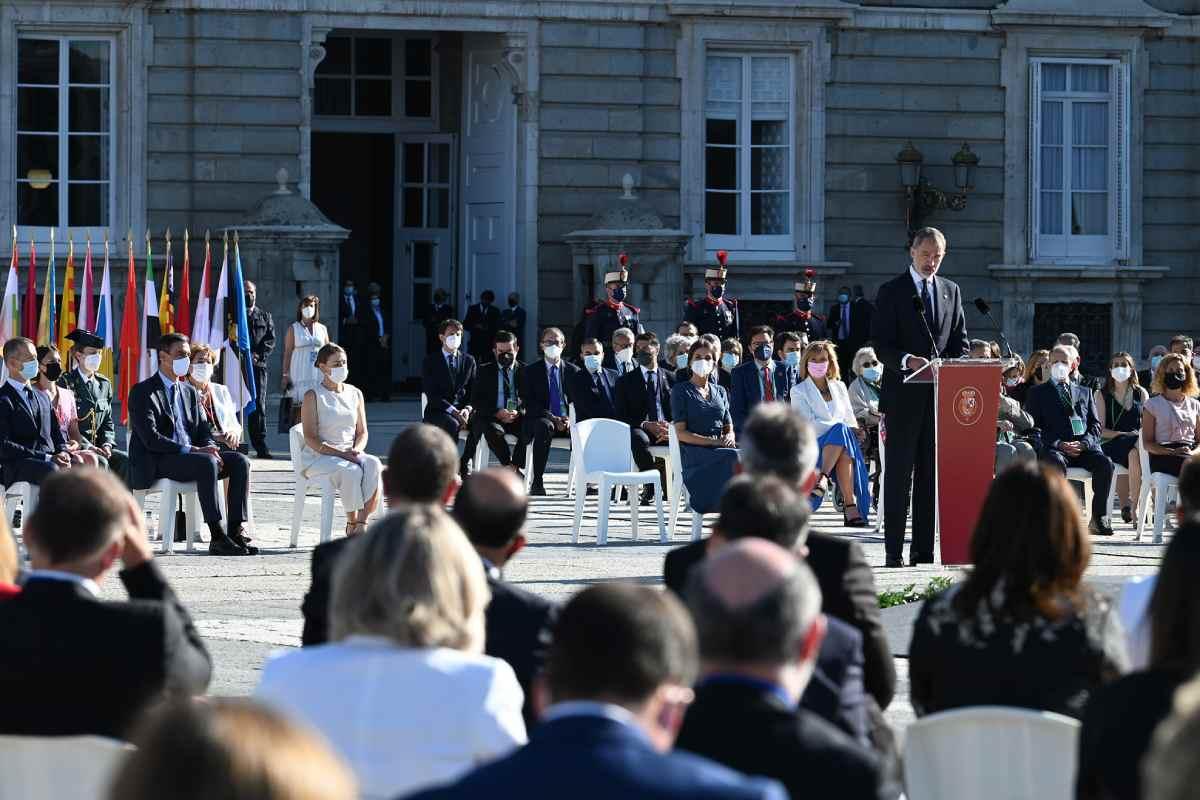 El rey Felipe VI durante su intervención en el acto de homenaje a las víctimas de la covid-19 y de reconocimiento al personal sanitario, celebrado este jueves en Madrid.
