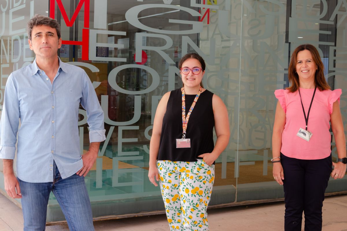 Javier Sáez Valero, Mar�a Ángeles Cortés Gómez y Mar�a Salud Garc�a Ayllón, del Instituto de Neurociencias UMH-CSIC en Alicante. FOTO: UMH.