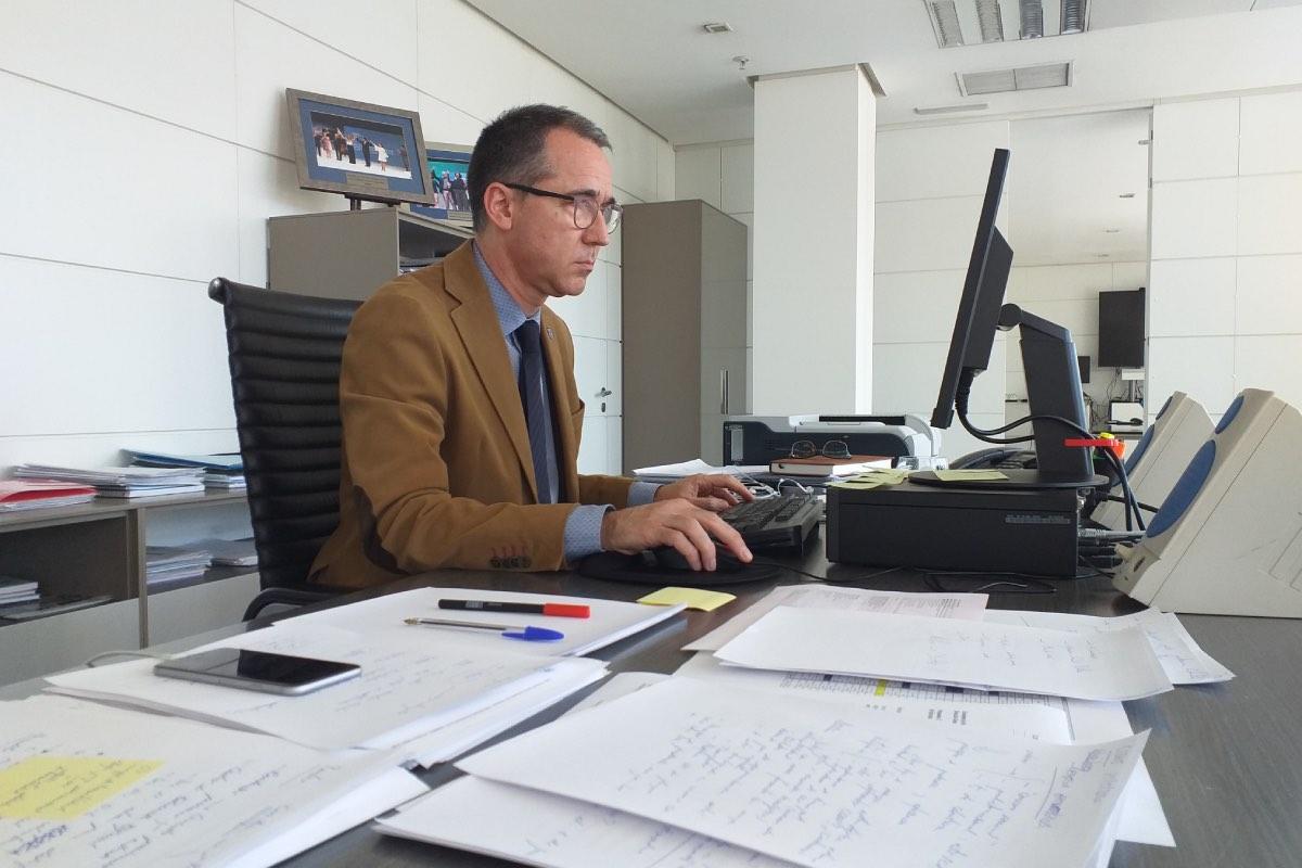 Pablo Fernández, consejero de Salud del Principado de Asturias, descarta, de momento, cerrar puntos de atención en primaria, pese a la falta de médicos (Foto: Astursalud)