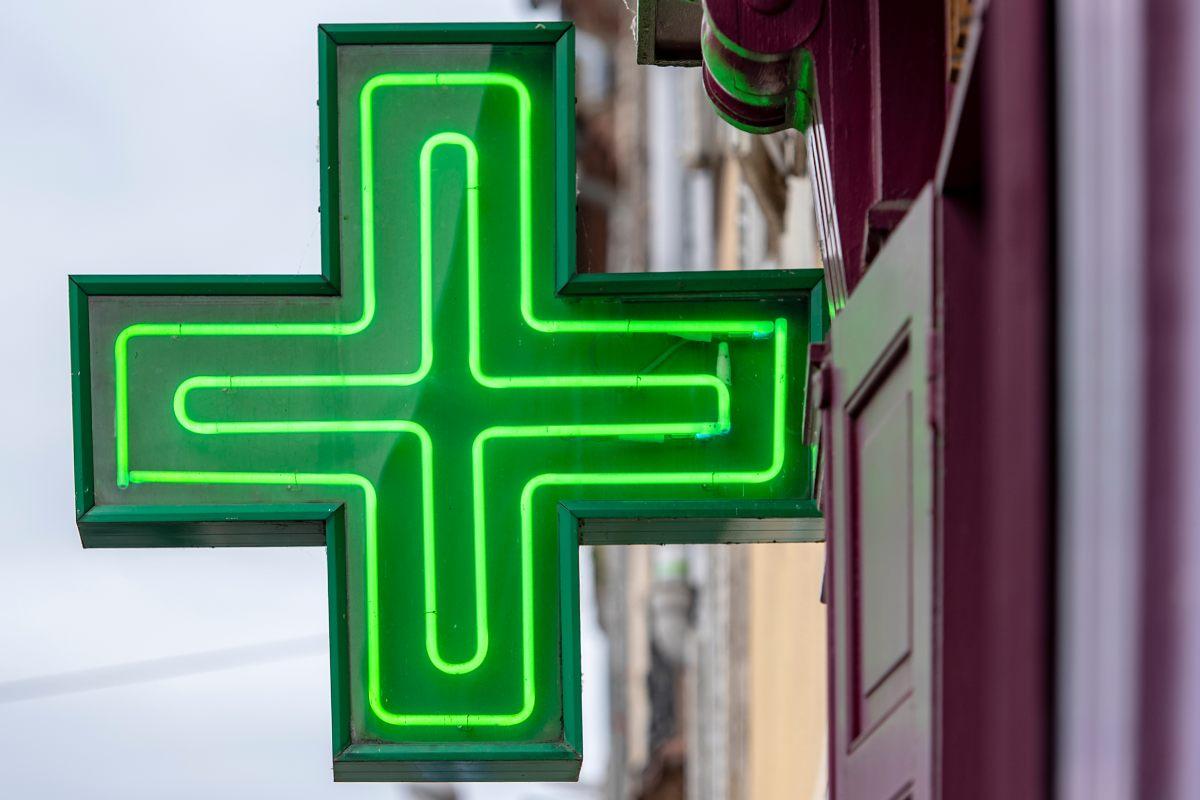 """FEFE advierte de que en 2020 """"se ha producido un importante crecimiento del paro de todo el personal que trabaja en las oficinas de farmacia""""."""