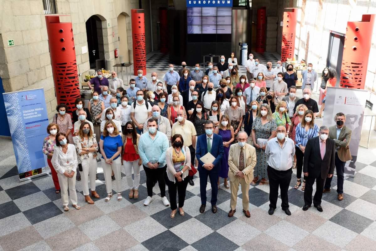 Foto de familia de los ponentes y participantes en el XIV Encuentro de Educación Médica de los cursos de verano de El Escorial (FOTO: Jorge Zorrilla/Fundación Lilly).