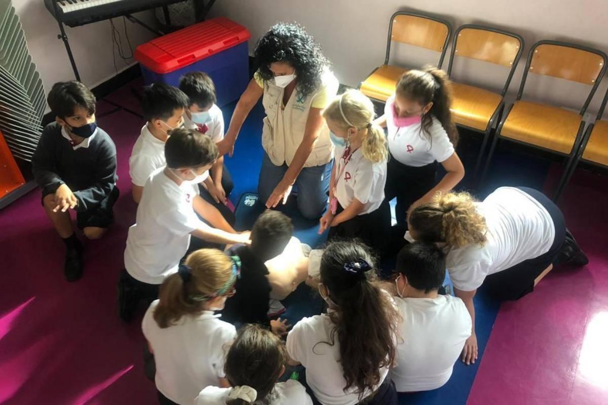 La ONG Solidaridad Enfermera en la delegación de Tenerife a formado a alumnos y profesores de un colegio en técnicas RCP.