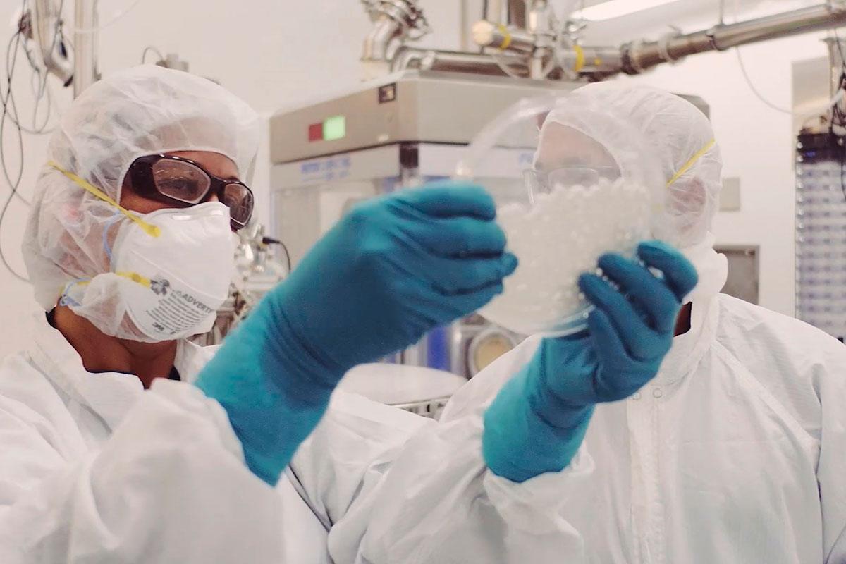 Entre los superventas ya aprobados en 2021 hay dos terapias CAR-T de BMS. En la imagen, parte de proceso de I+D y producción de estos productos en la multinacional.