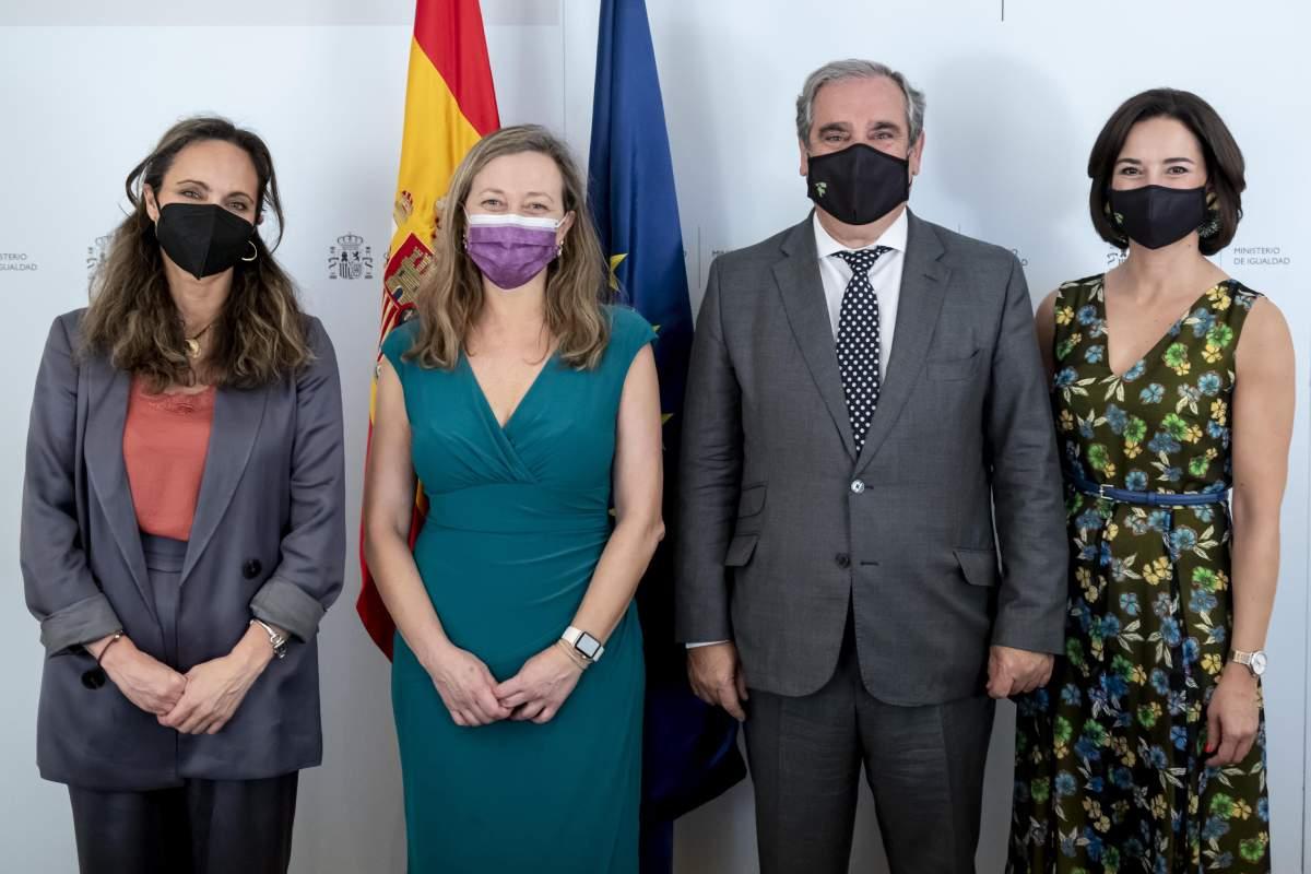 Ana López-Casero, secretaria del Consejo General; María Victoria Rosell, delegada del Gobierno contra la Violencia de Género; Jesús Aguilar, presidente del Consejo General; y Raquel Martínez, secretaria general del Consejo General.