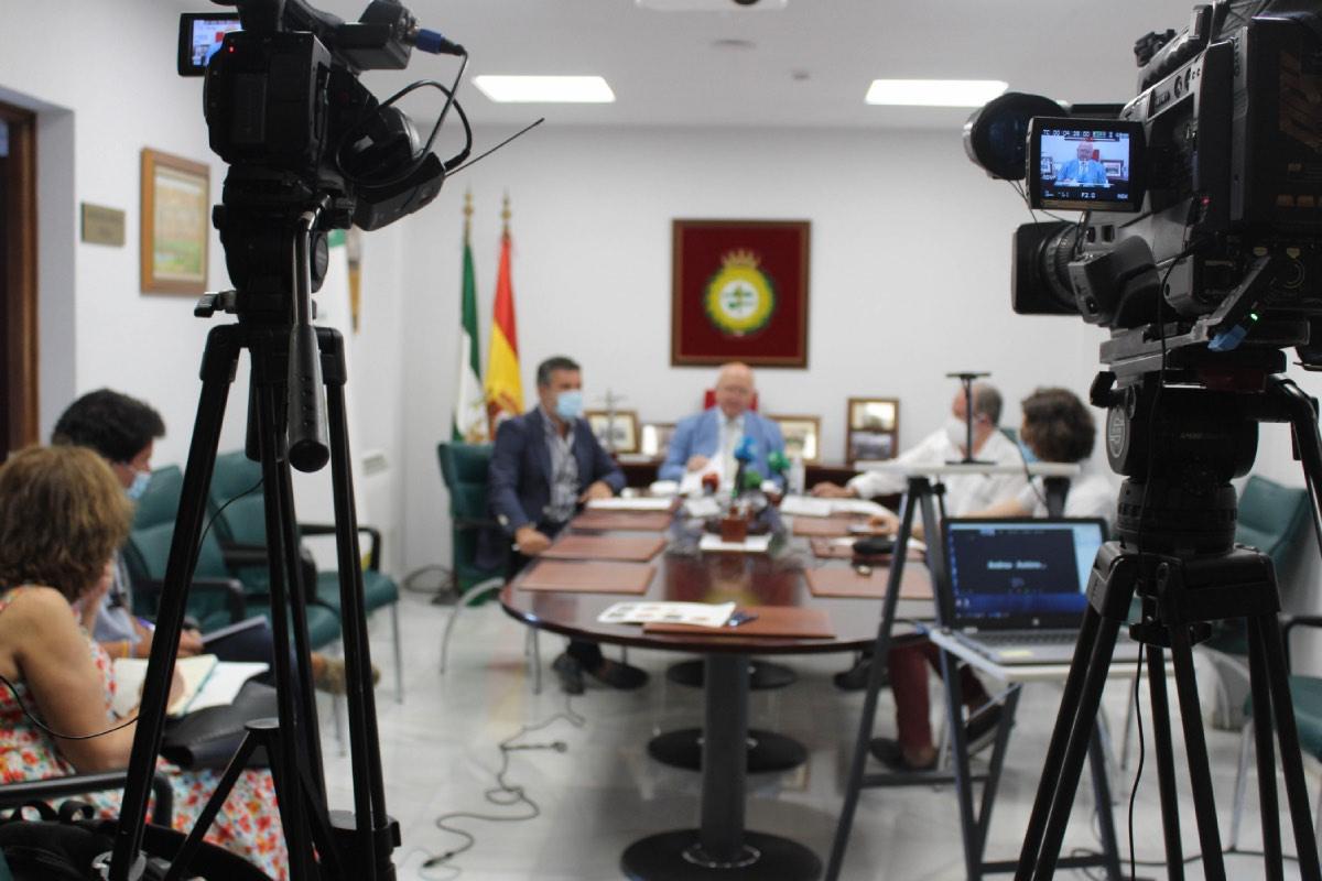 Los representantes del Consejo de Colegios de Médicos de Andalucía durante la presentación del informe sobre la sanidad privada (Foto: CACM).
