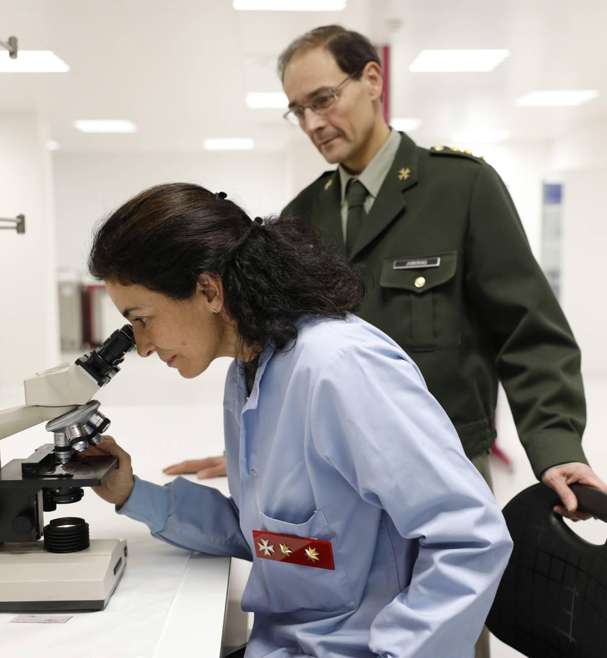 El coronel farmacéutico Antonio Juber�as Sánchez, director del Centro Militar de Farmacia de la Defensa. /Sergio Enr�quez Nistal.