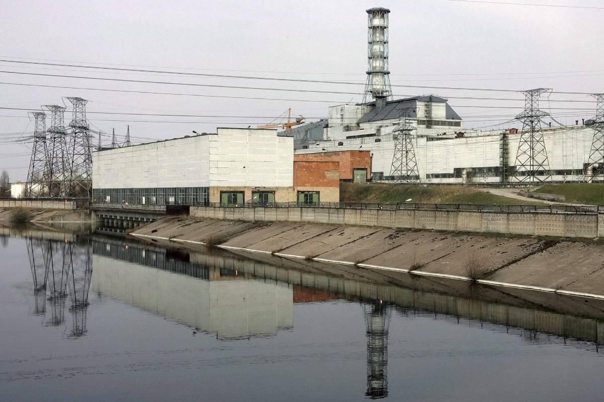 Vista general de la central nuclear de Chernóbil, en abril de 2006, 20 años después del accidente. /EFE (Sergey Dolzhenko).