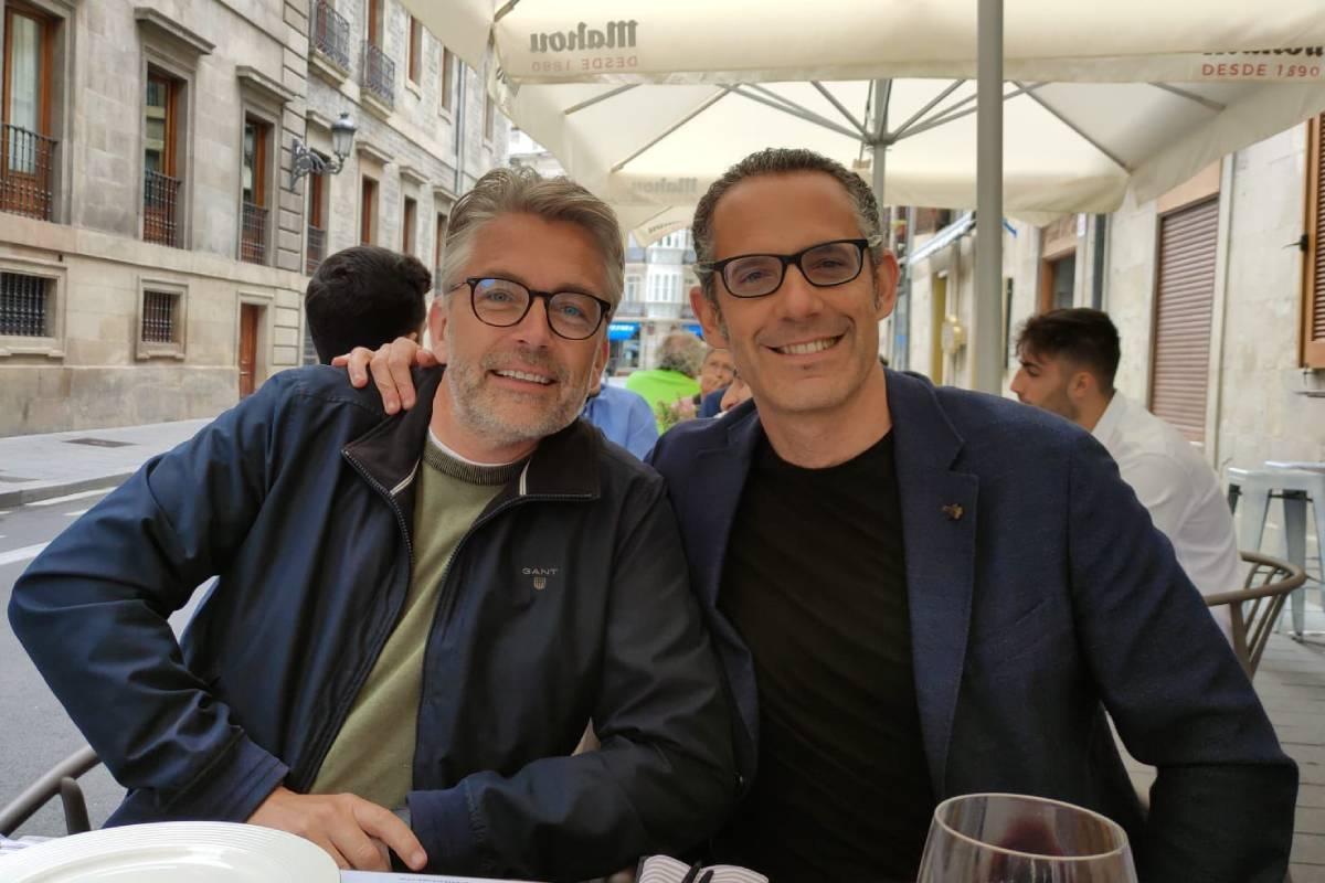 Thomas Brodin, profesor de ecolog�a acuática de la Universidad de Umeå (Suecia), con Gorka Orive, profesor de Farmacia en la Universidad del Pa�s Vasco.