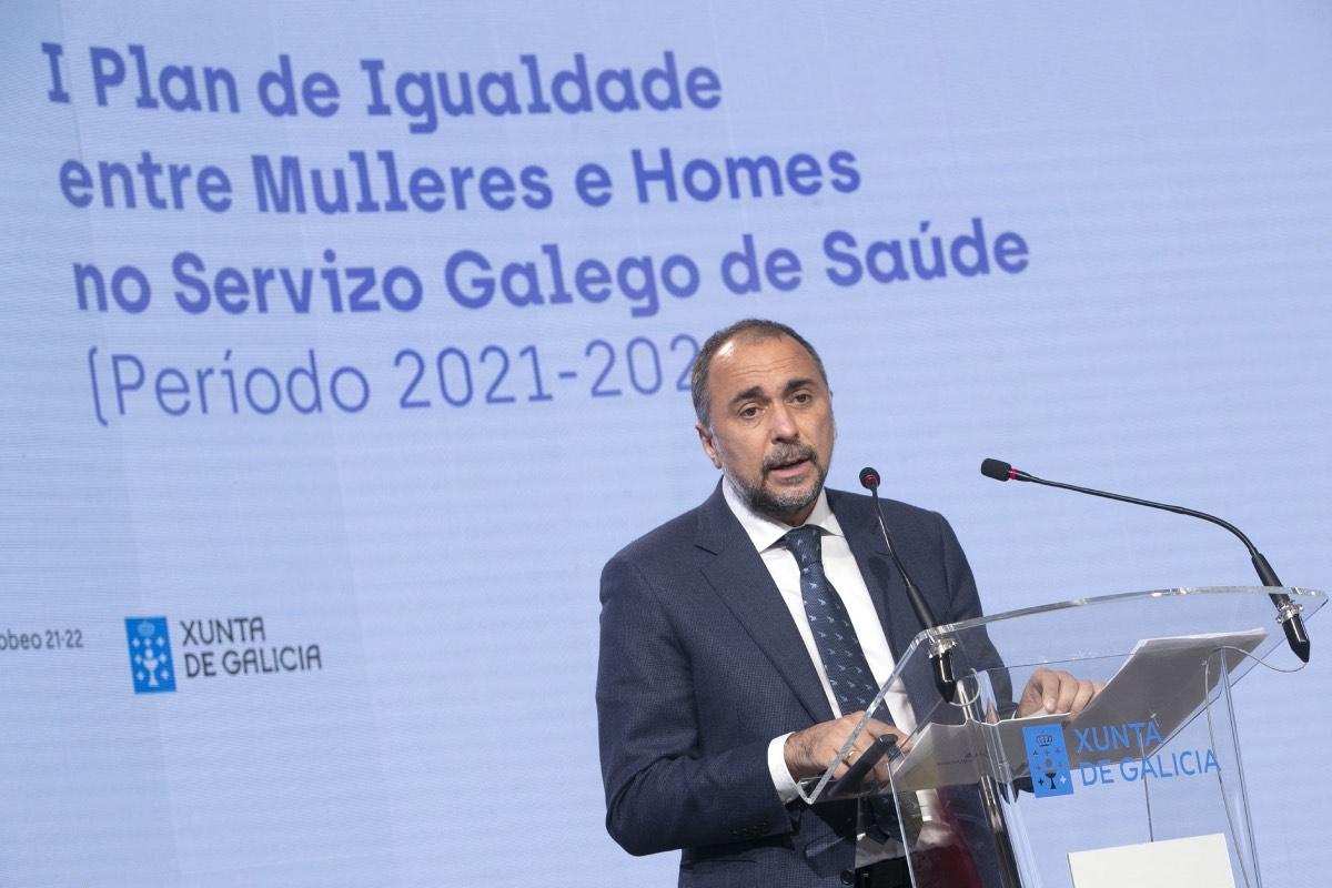 El consejero gallego de Sanidad, Julio García Comesaña, durante la presentación pública del Plan de Igualdad (FOTO: Sergas).