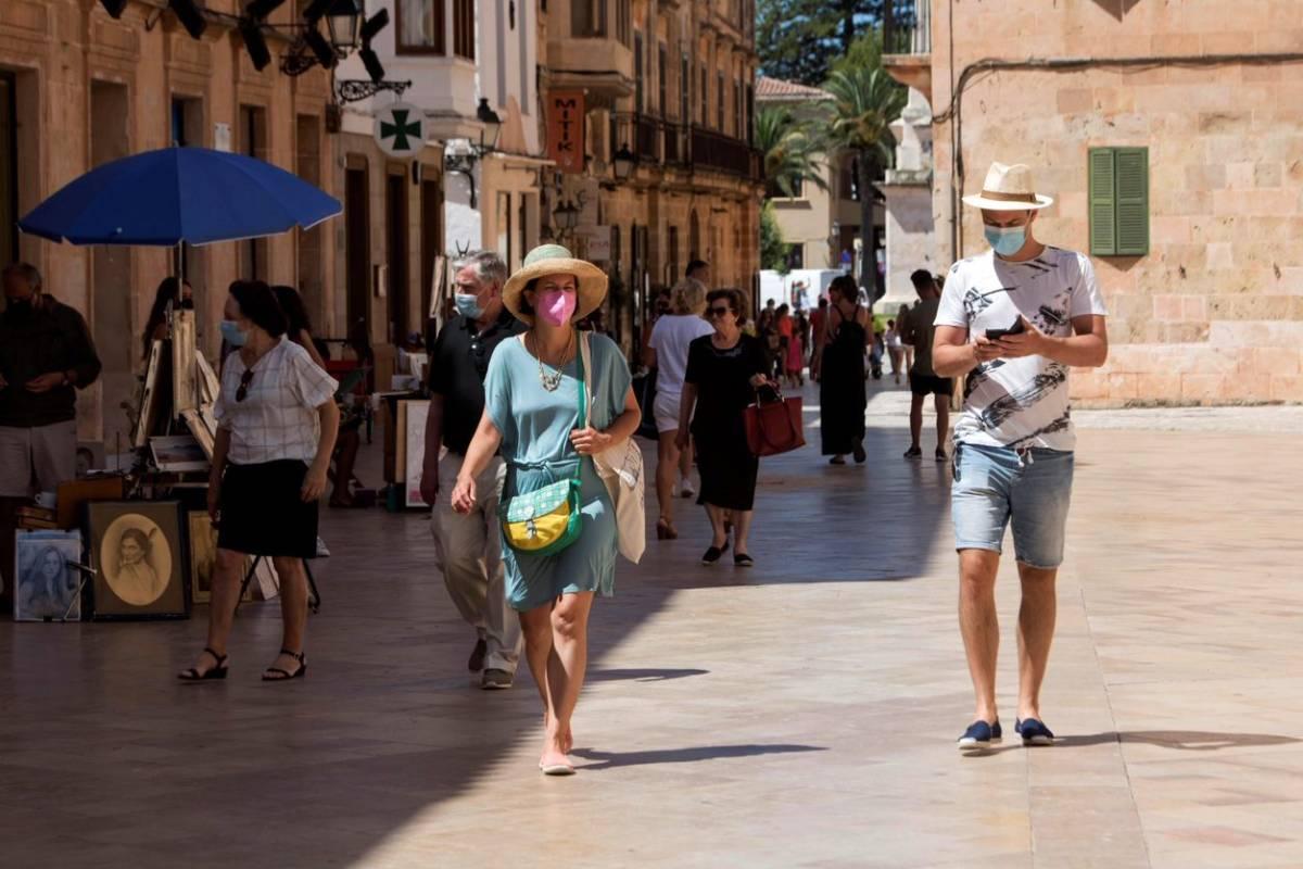 Turistas paseando en Mallorca.