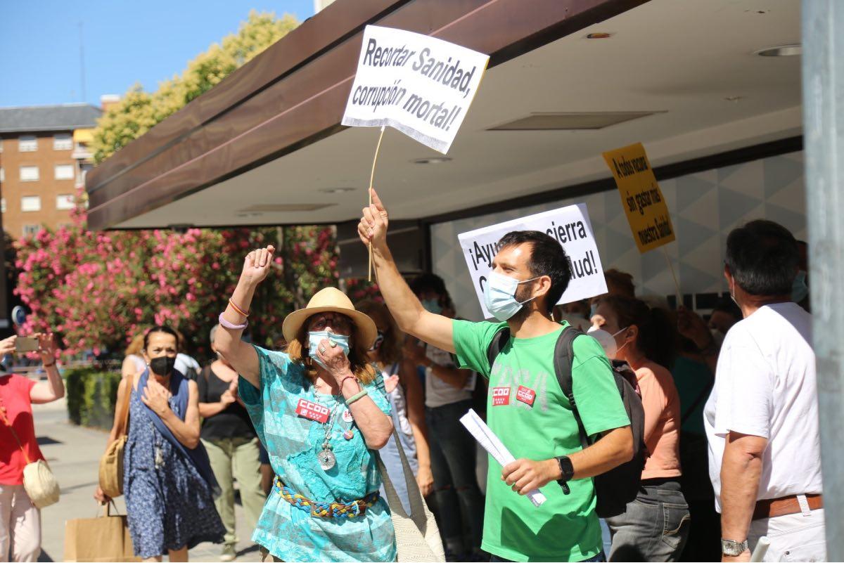 Aspecto de la protesta convocada por sindicatos, sociedades y colectivos de ciudadanos de Madrid contra la vacunación en empresas privadas (FOTO: CCOO-Madrid).