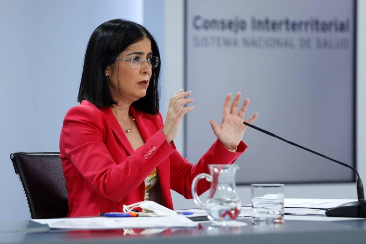 La ministra de Sanidad, Carolina Darias, durante la rueda de prensa ofrecida tras presidir, por videoconferencia, la reunión del Consejo Interterritorial del Sistema Nacional de Salud, este miércoles en Madrid. (Foto: EFE/Mariscal)