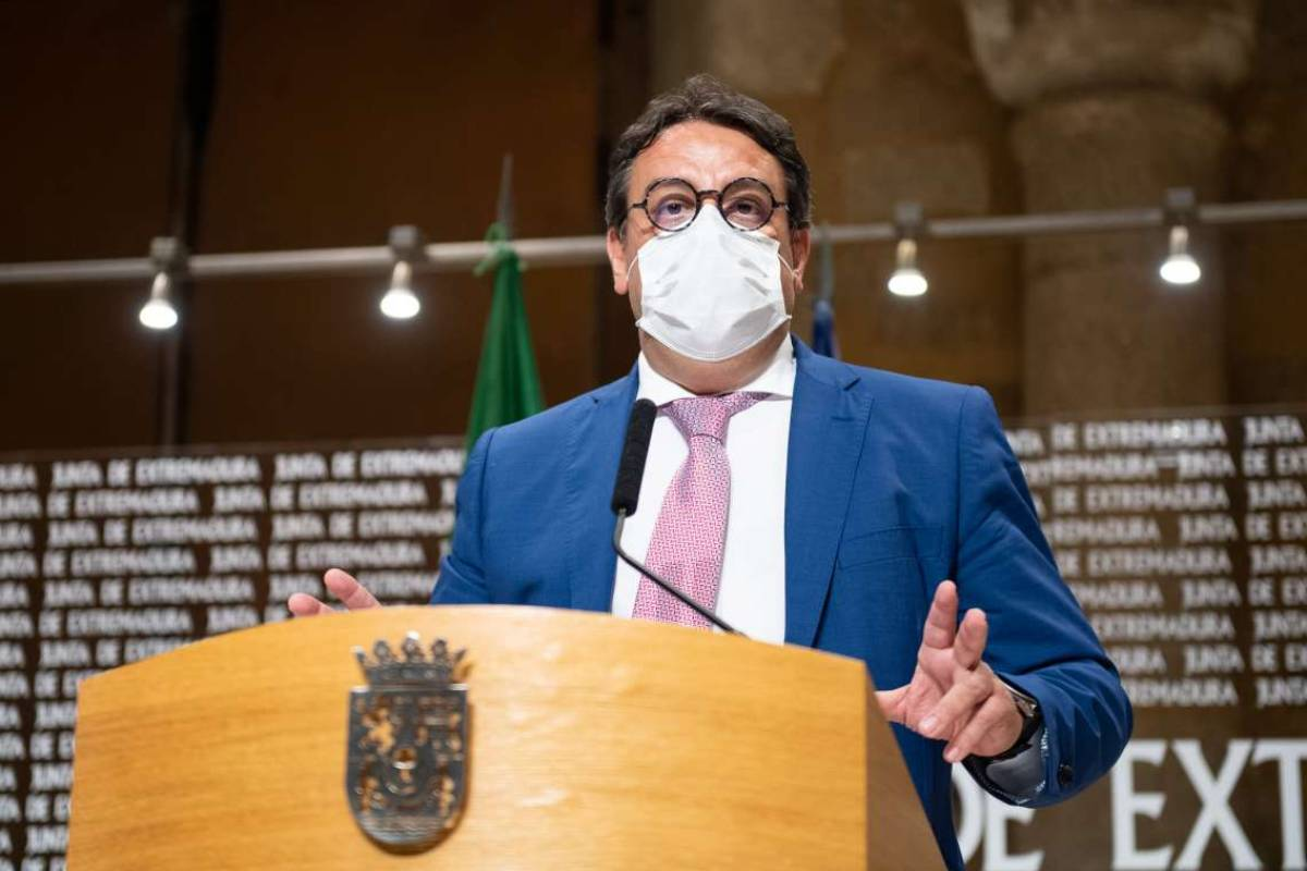 El vicepresidente segundo y consejero de Sanidad y Servicios Sociales de Extremadura, José Mar�a Vergeles.