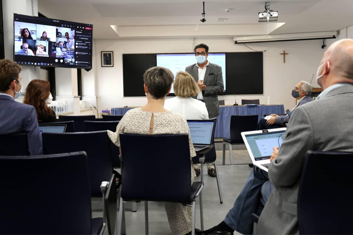 Los decanos de Farmacia durante la reunión semipresencial celebrada en la Universidad CEU San Pablo (Madrid).