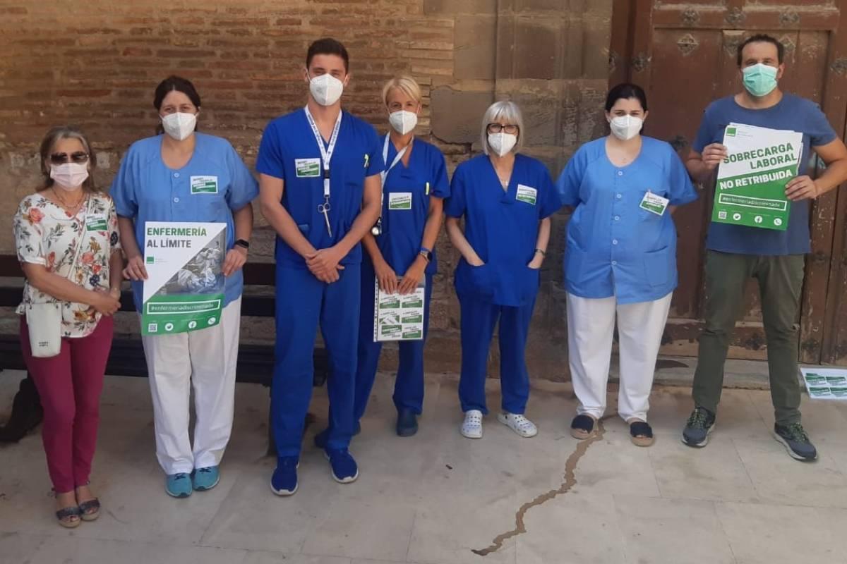 Profesionales de Enfermer�a frente a un centro de salud en Navarra (Foto: Satse Navarra)