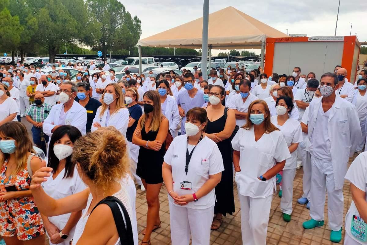 Profesionales del Hospital de La Plana manifestandose contra el uso de ozonoterapia en covid-19.