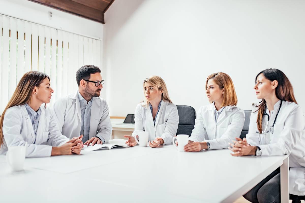 El Diploma de Especialización en Farmacia Cl�nica y Gestión en Atención Primaria consta de750 horas y 30 créditos europeos.