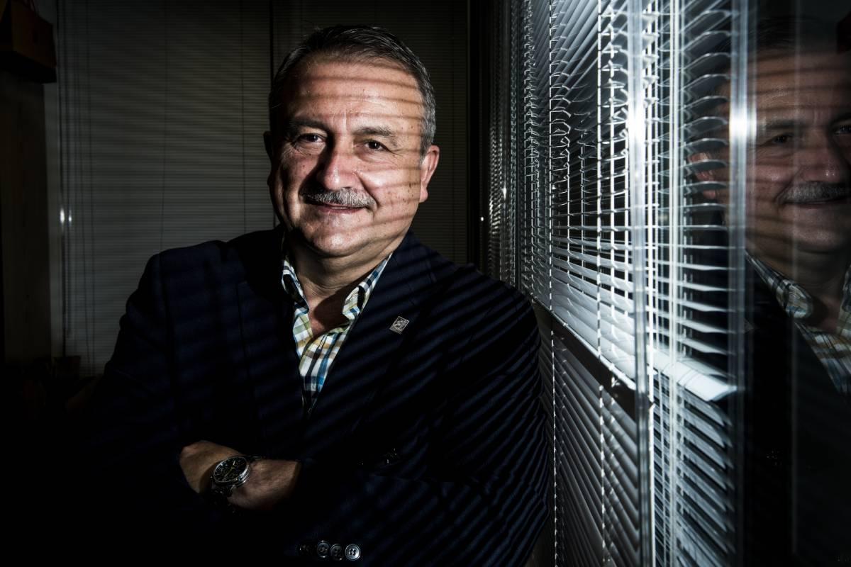 Humberto Muñoz, secretario de Sanidad de CCOO, en su despacho de la sede de FSS-CCOO de Madrid (Foto: Luis Camacho)