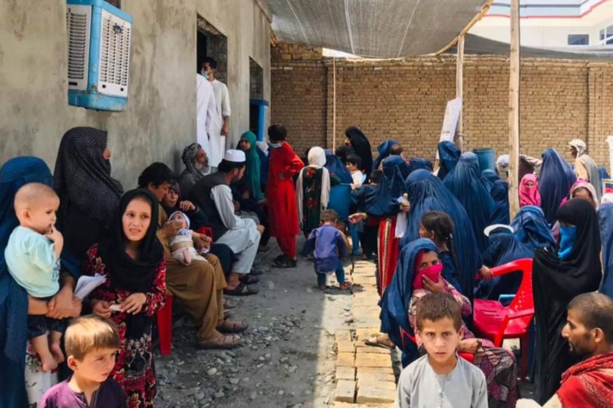 Cl�nica temporal instalada por Médicos Sin Fronteras el 6 de julio para personas desplazadas por los intensos combates en los alrededores de Kunduz (Afganistán). (FOTO: Prue Coakley-MSF)