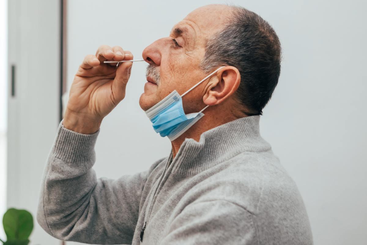El Consejo de Ministros aprobó el pasado 20 de julio el cambio regulatorio que permite la dispensación sin receta en las farmacias de los test de antígenos de autodiagnóstico.
