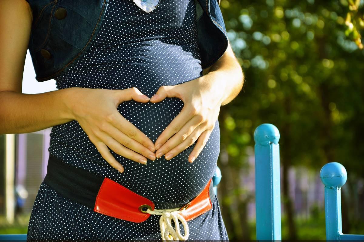 Las mujeres con enfermedades reumáticaspueden tener hijos como cualquier mujer sana, aunque es necesario planificar el embarazo.