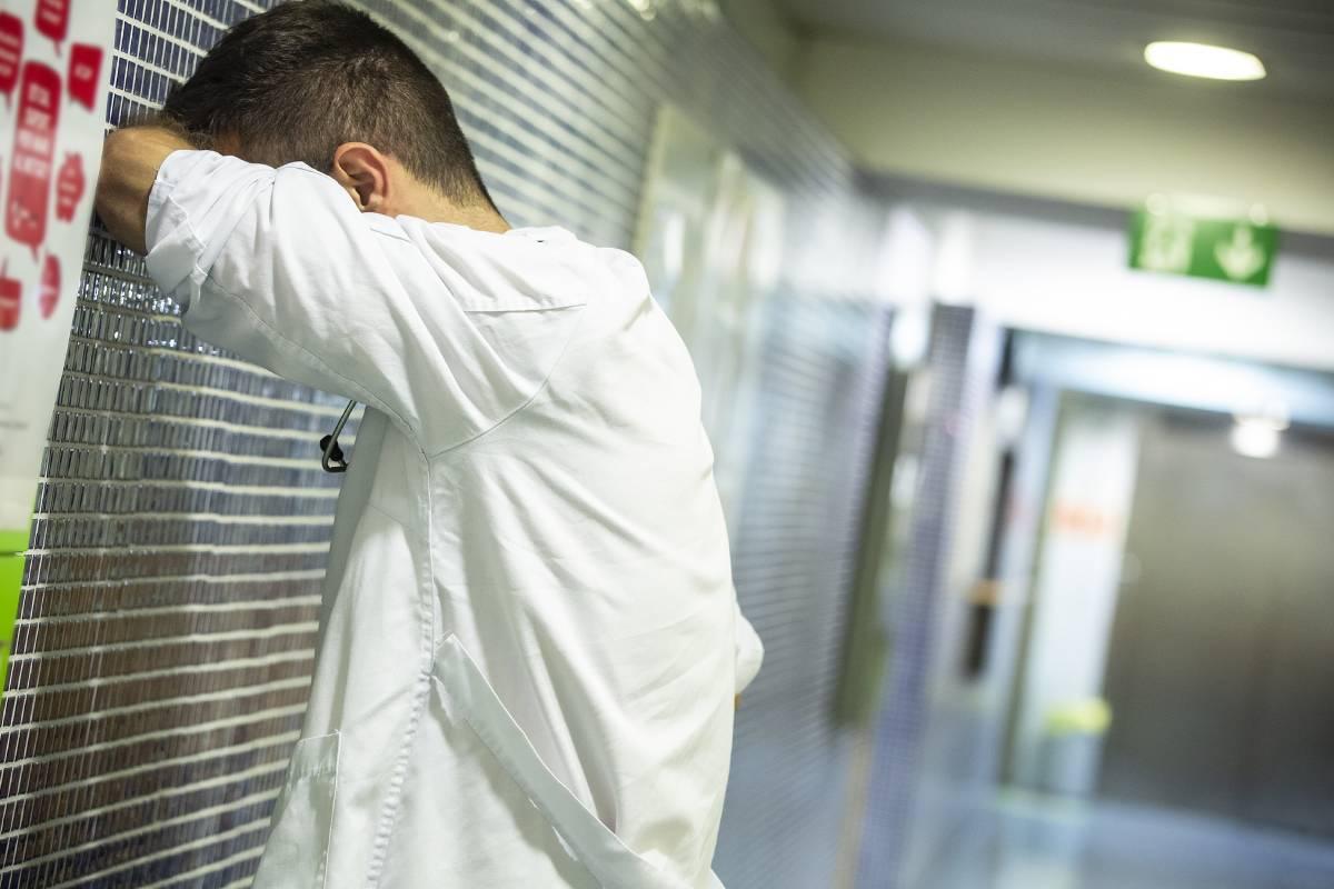 Además de las dolencias leves, el estrés y la ansiedad están entre las causas de la automedicación que practican los alumnos de los últimos años de Medicina (Foto: Jaume Cosialls).