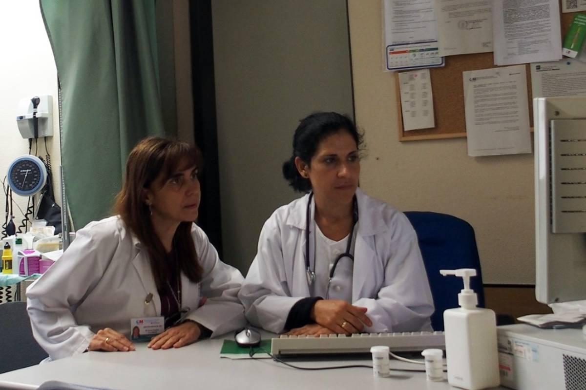 Los farmacéuticos de atención primaria se convierten en el eslabón que une al médico y al farmacéutico comunitario.