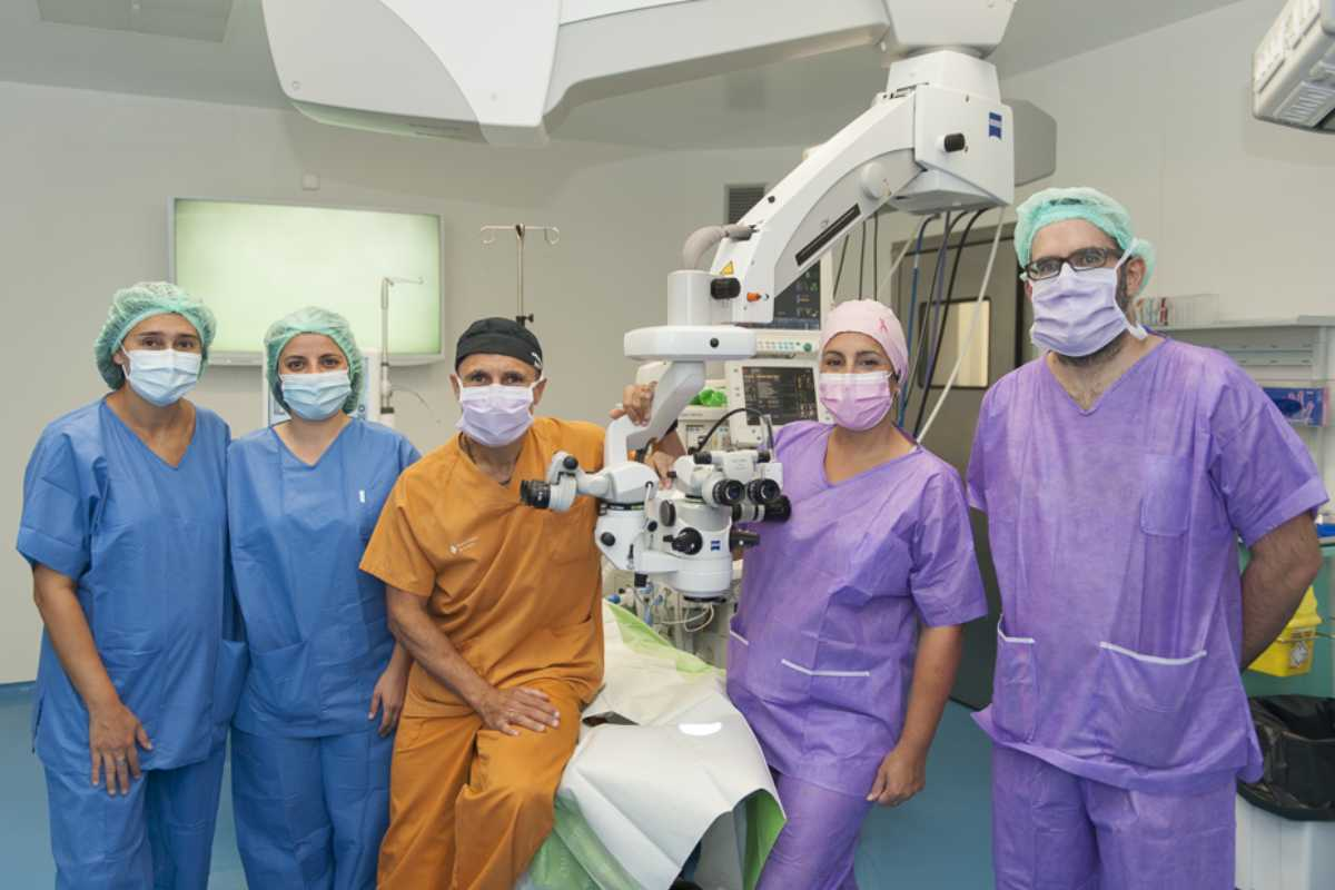 Noemí Barnils, Maravillas Abia i Ferran Mascaró i els cirurgians plàstics  Anna López Ojeda y Oriol Bermejo, el equipo de oftalmólogos de Bellvitge.