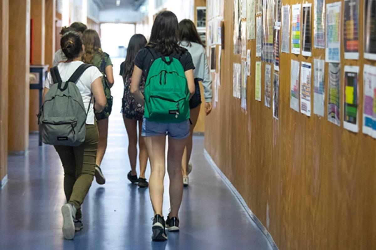 Las farmacias de Cataluña harán test a escolares con pauta completa de vacunación que hayan sido contacto estrecho de un positivo.