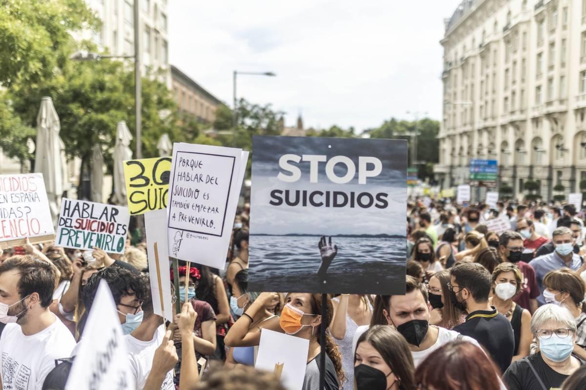 Mónica Garc�a, de Más Madrid, en la marcha de este sábado 11 de septiembre en Madrid, reclamando pol�ticos de prevención del suicidio.