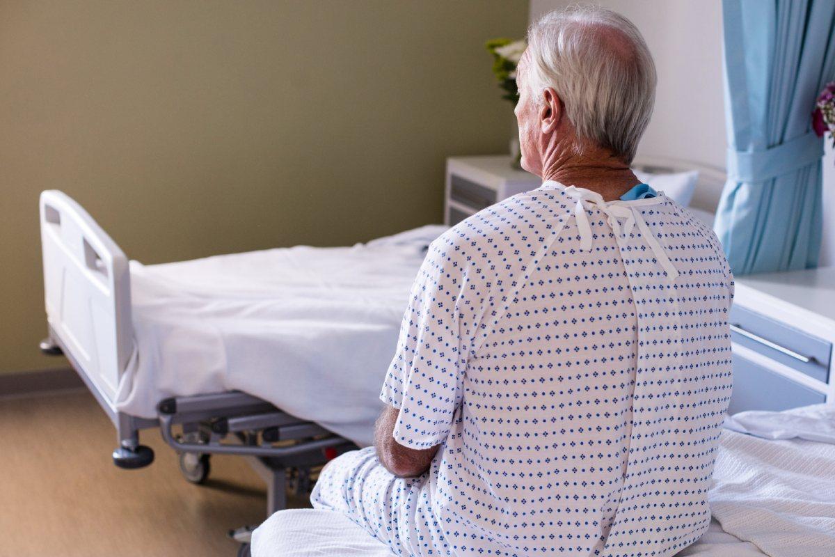 Los hombres, mayores de 65 años, así como aquellos con al menos dos comorbilidades y antecedentes de tabaquismo tuvieron más secuelas.