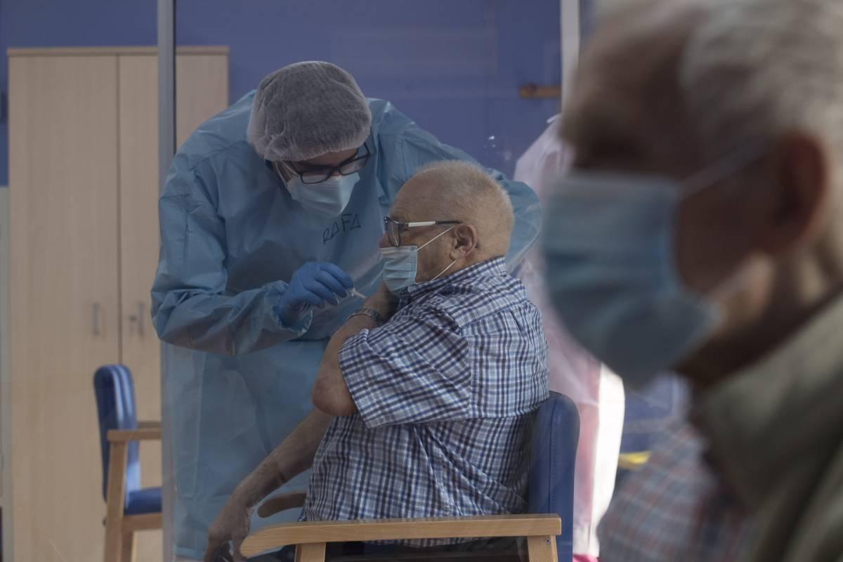 Los mayores se han vacunado con fármacos de ARNm.