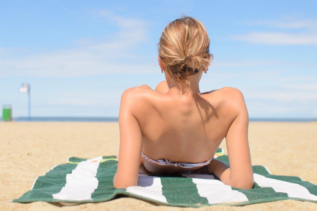 Durante el verano nuestra piel ha estado periódicamente expuesta al sol de manera prolongada, algo que tiene efectos sobre ella y que requiere cuidados.