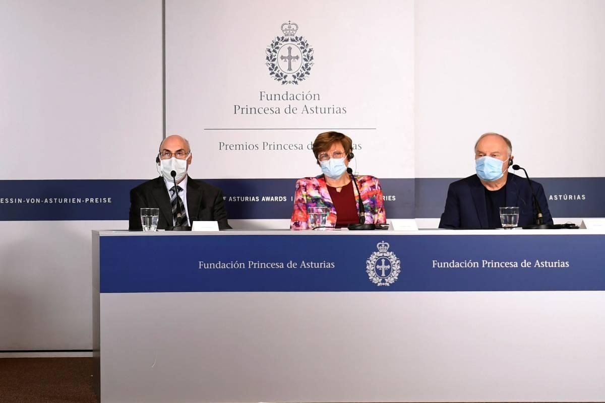 Junto a otros cuatro investigadores, el bioquímico Philip Felgner, la bióloga Katalin Karikó y el inmunólogo Drew Weissman han ganado el 'Premio Princesa de Asturias de Investigación Científica y Técnica 2021'. EFE/Eloy Alonso