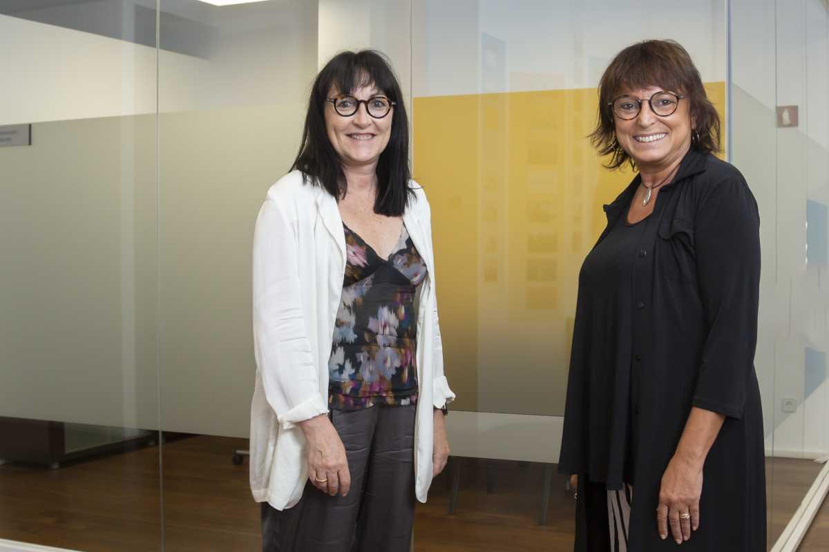 Anna Riera y Roser Fernández, de la UCH, son coorganizadoras del mundial de hospitales en Barcelona. Foto: Jaume Cosialls