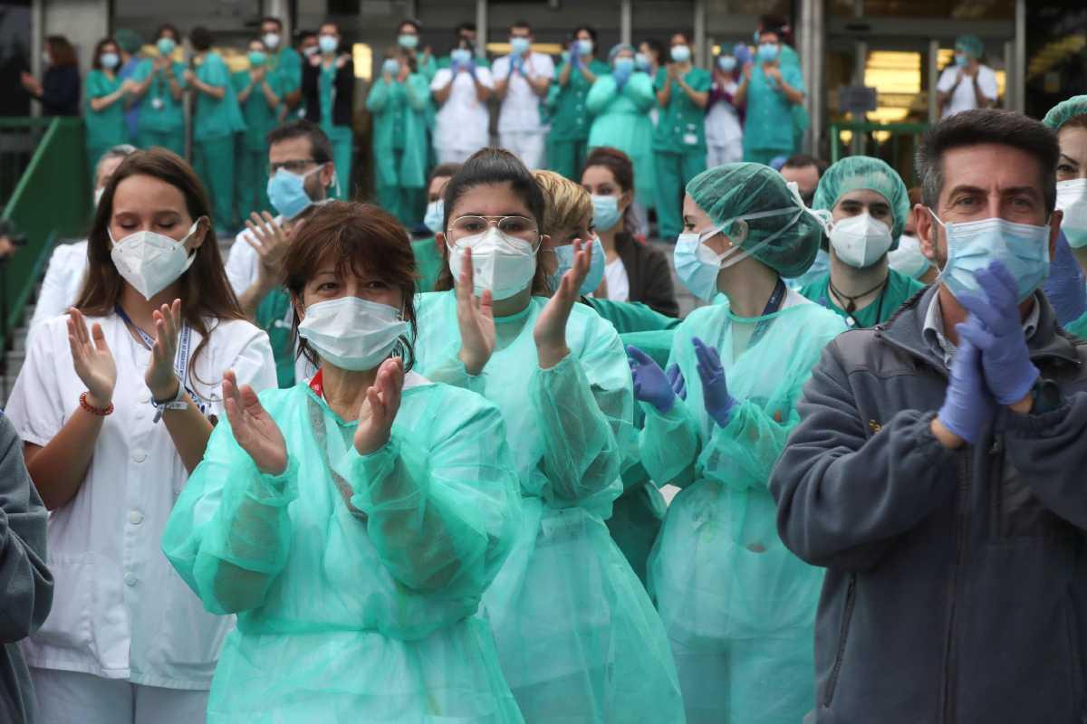 Los aplausos a lo sanitarios durante el confinamiento son ya un rumor lejano.
