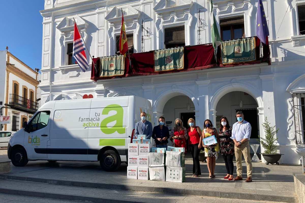 Entrega de los productos de higiene para los afectados por las inundaciones en el municipio de Cartaya.