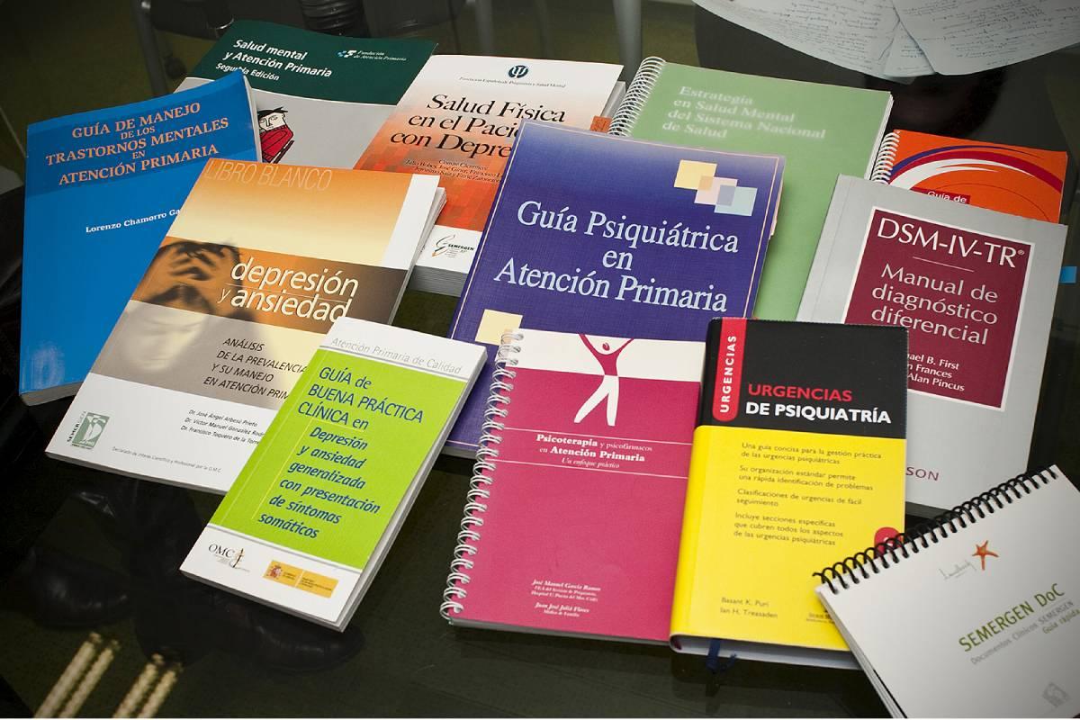 Guías sobre salud mental que manejan los profesionales sanitarios en España. Foto: Luis Camacho.