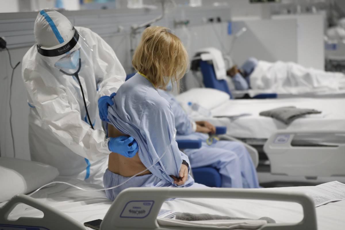 Pacientes ingresados por covid-19 en el Hospital Enfermera Isabel Zendal, de Madrid. (FOTO: Antonio Heredia).