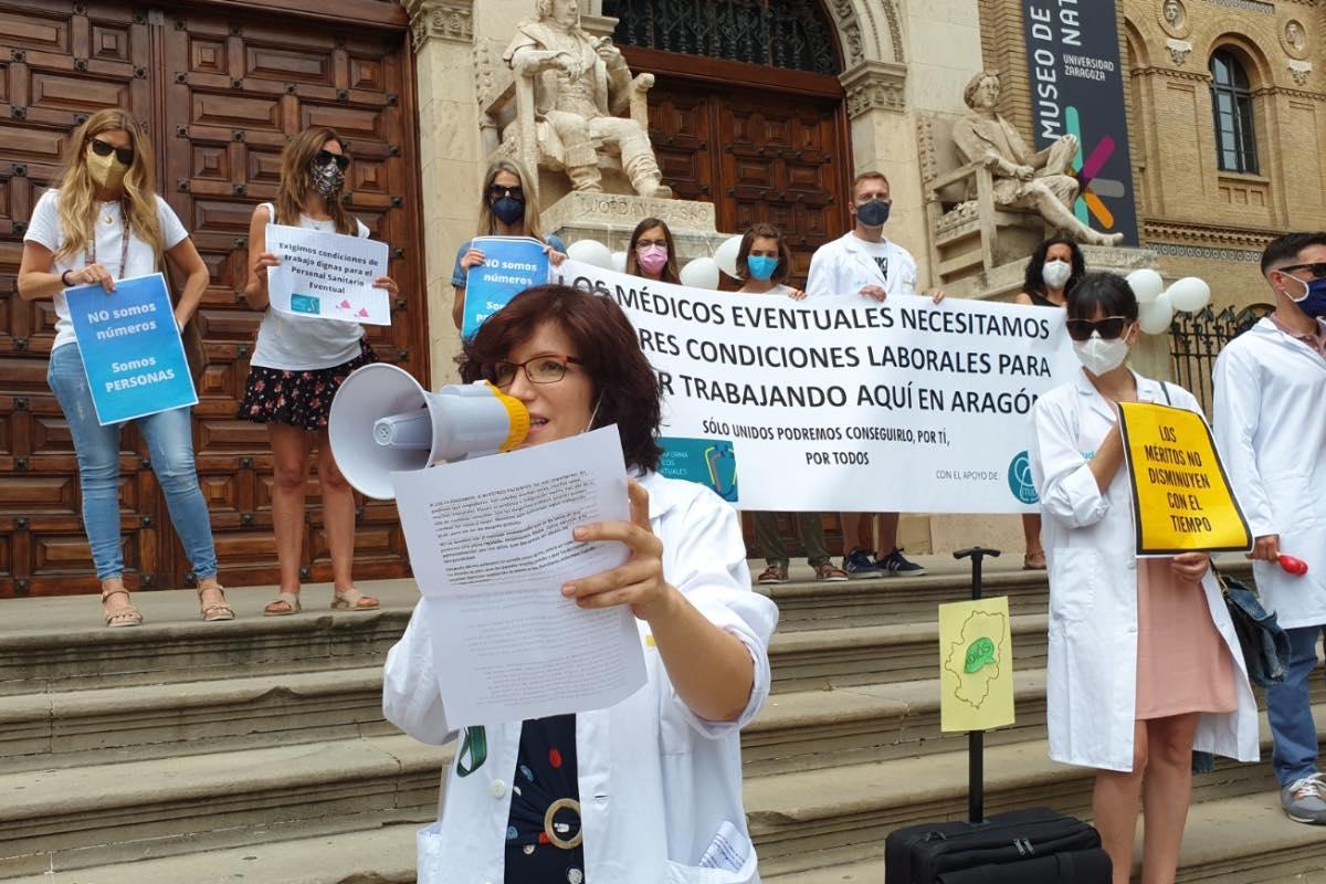 Aspecto de una de las protestas convocadas por la Plataforma de Médicos Eventuales para reclamar al Gobierno de Aragón una alternativa a la OPE tradicional (Foto: Maaszoom Comunicación).