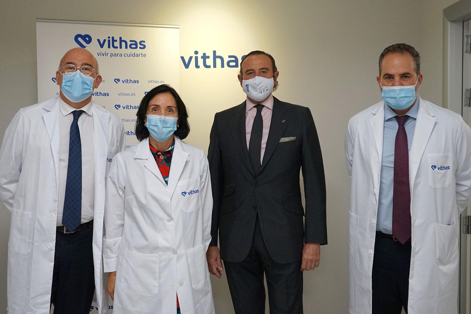 De izquierda a derecha: El Dr. José Gómez, gerente del hospital Vithas Madrid Aravaca, la Dra. María Codesido, directora médica de Vithas Internacional, el Dr. Manuel J. De la Torre, jefe de la nueva Unidad de Neurocirugía de Vithas Madrid y el Dr. Francisco Malagón, gerente del hospital Vithas Madrid La Milagrosa