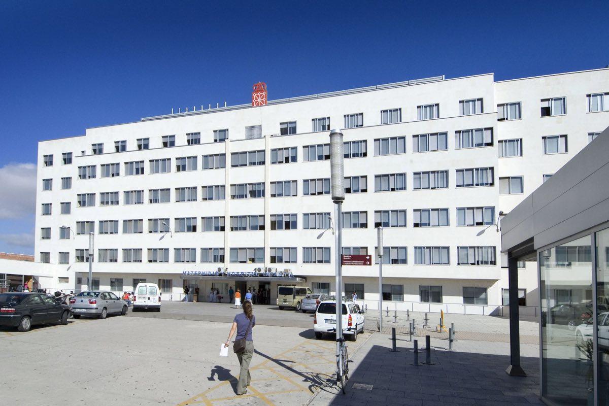 Fachada del área materno-infantil del Hospital Virgen del Camino (Foto: Gobierno de Navarra).